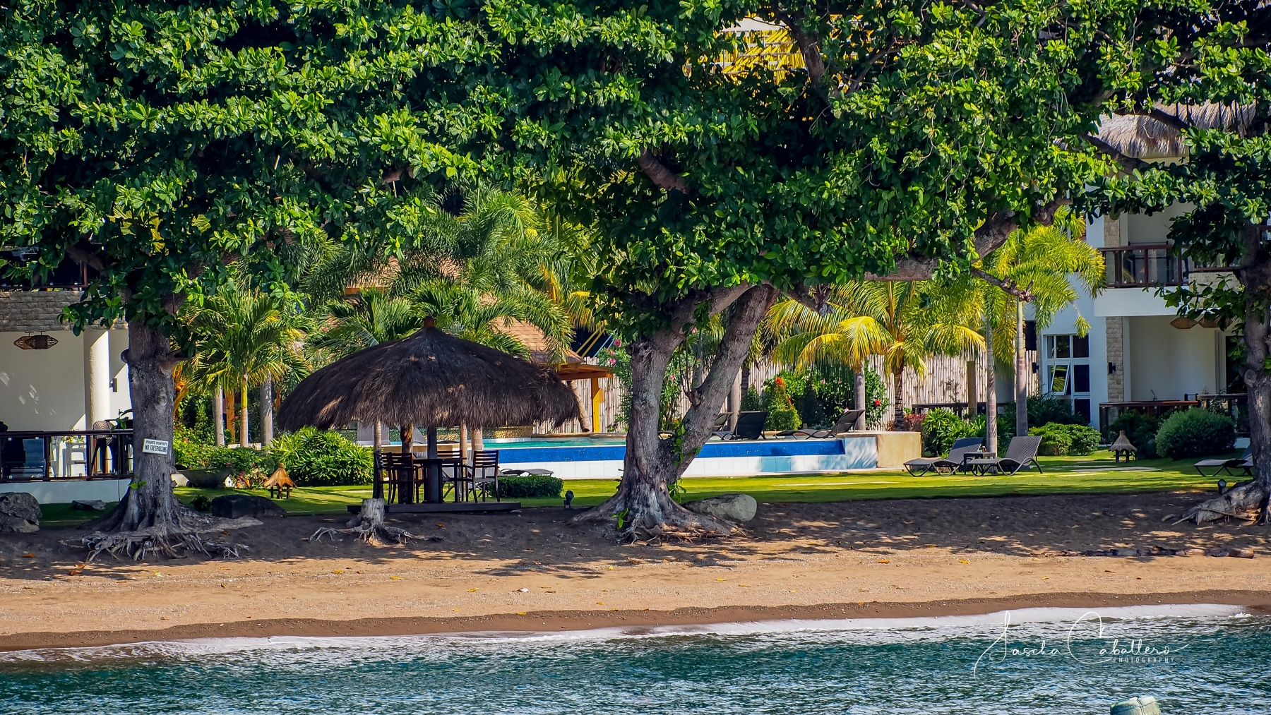 Pura Vida Beach & Dive Resort